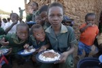 African children eating
